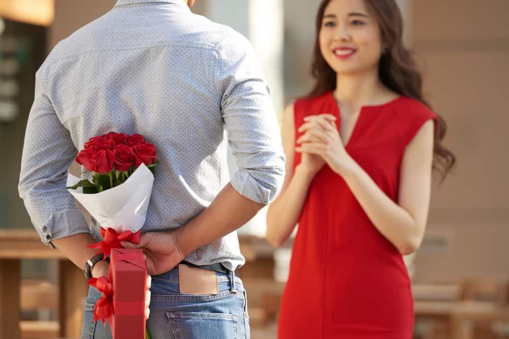 Bingung Menentukan Pakaian untuk Kencan Pertama
